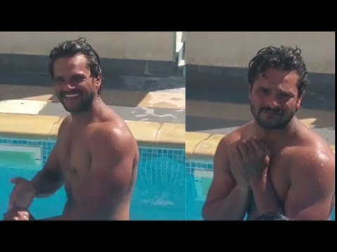 Swimming Pool Mein Masti Karte Hue Khesari Lal Yadav | Spicy Bhojpuri
