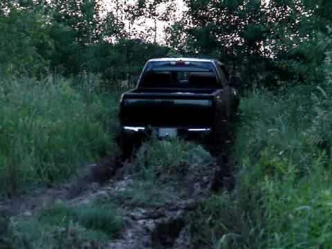 2 wheel driving in mud until-2004 Chevy Colorado Z71 - YouTube