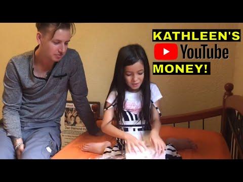 KATHLEEN UNBOXING HER BRAND NEW 2018 iPad