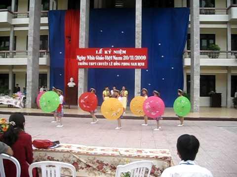 múa ô_umbrella dance_ Lê Hồng Phong11 Văn