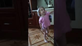 Классный танец от милой девочки)) seeya chocolates (Papito)
