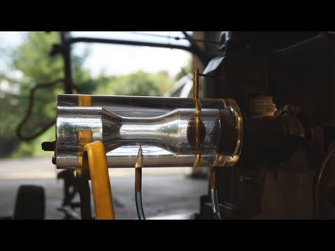 Glass Carburetor Running a Briggs & Stratton Engine + How Does a Carburetor Work?