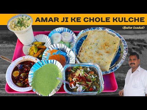 Yummy And Buttery Chole Kulche With 3 Different Chutneys At Amar Ji Chole Kulche, Ashok Vihar