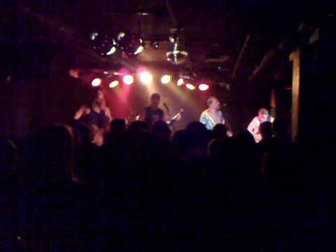 Hayseed Dixie: You shook me all night long @HenrysPub, Kuopio