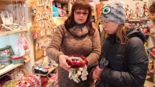 Сувенирный магазин на улице Староеврейская .Souvenir shop .Staroevreyskaya street . Львов для вас .(Сюда нужно хотя бы просто заглянуть . Цветочки . шапочки , сувенирчики ...Хэнд мэйд , однако !, 2016-01-21T17:21:37.000Z)