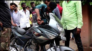 बाइक मे घुस गया साप | बचाव अहमदनगर महाराष्ट्र से भारतीय चूहा सर्प