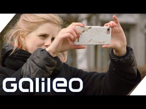Warum haben Handys ein Loch neben der Kamera? | Galileo | ProSieben