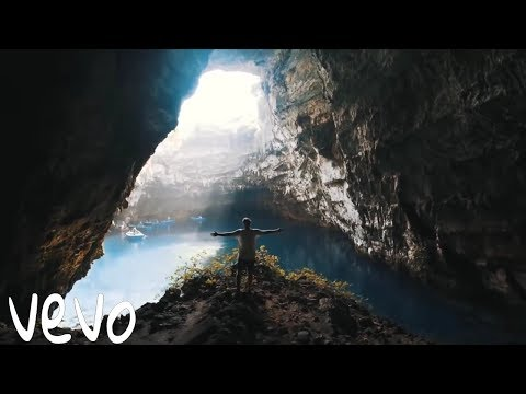 Ellie Goulding ft. The Chainsmokers - Take Me With You (Official Music Video)