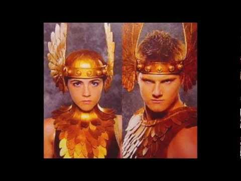 The Hunger Games - Chariot Costumes (All Tributes) en streaming
