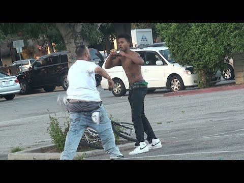 DESCRIBING PEOPLE IN THE HOOD PRANK!
