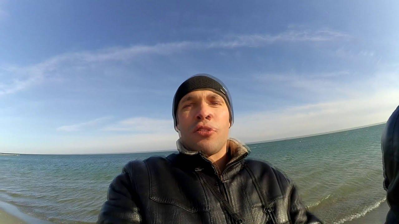 Замерзшее лето. Отдых зимой на море. Купание на Крещение трейллер
