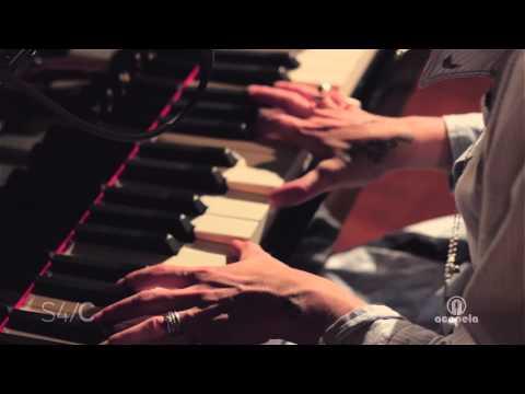 Amy Wadge - Yr Un Hen Diwn Gron (Live at Acapela Studio)