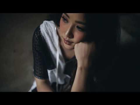 Terbiasa - Adinda Shalahita (Music Video)