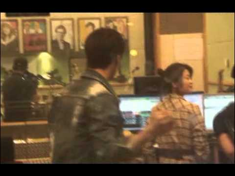 [FANCAM] 110520 Dongwoon eating food from fans @ Sukira #6