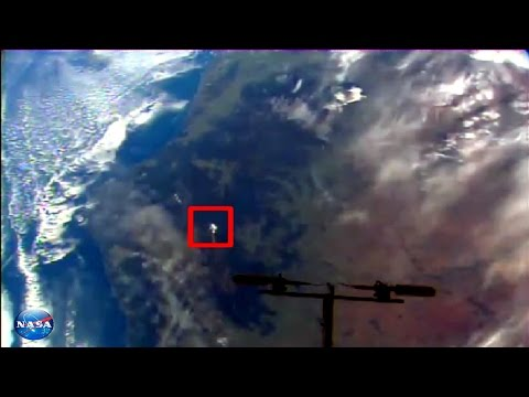 2 Mysterious UFOs Nasa video live space feed 2017 sighting