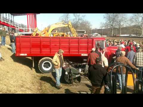 1975 International 1600 Loadstar Grain Truck with 23,339 Miles Sold on Ohio Auction Saturday