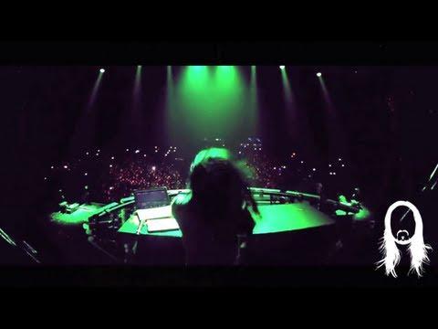 """Travis Barker & Steve Aoki Performing """"Cudi The Kid"""" Live"""