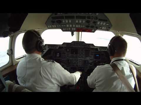 Hawker 800XP - Aspen Colorado Landing - Pilot's View