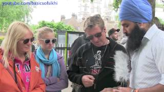 Australian family learns about Sikhism - London Street Parchar