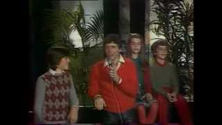 le bateau blanc - Sacha Distel (1980) live with French Lyrics in Description.flv