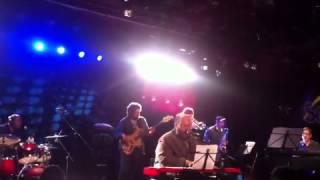 """É muito groove!!! @edmotta cantando """"Manuel""""         Sesc Belenzinho 2013"""