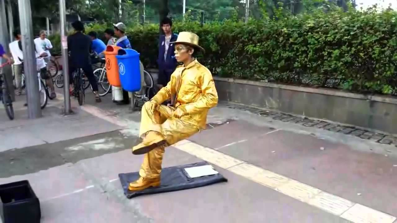StatueMan Sit Down Without Chair NO MAGIC TRICK