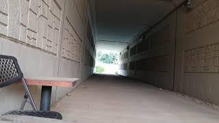 슬링샷으로 터널 벽에 걸어놓은 파이프 쪼가리 샷