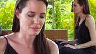 بالفيديو| لأول مرة.. أنجلينا جولي تكشف آثار انفصالها عن براد بيت على أطفالهما