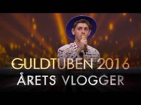 Årets Vlogger | Guldtuben 2016: Se Rikke Gøransson uddele prisen for Årets Youtuber til Guldtuben 2016 i Det Kongelige Teater.