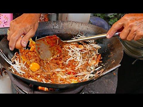 penang-street-food---prawn-and-egg-char-kway-teow-malaysia