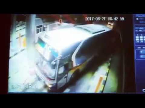 Cuma Di Indonesia, Sopir Bis / Bus Berani Seperti Ini
