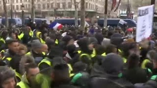 Scuffles break out during fifth weekend of Paris protests