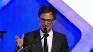gael garcia bernal presents the cast of moonlight with a special jury award for ensemble performance