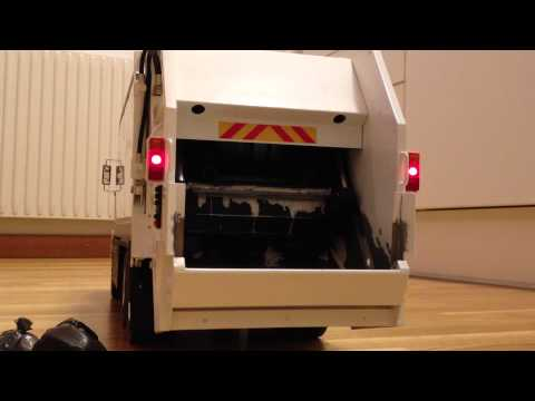 R/C Garbage Truck Packing!