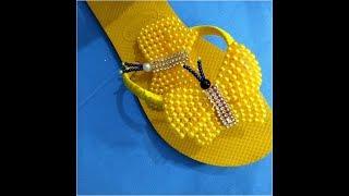 5fc6d8ccf Chinelo decorado - Manta de strass e pérola; Como fazer sandália bordada  com pérolas borboleta de pérolas ...