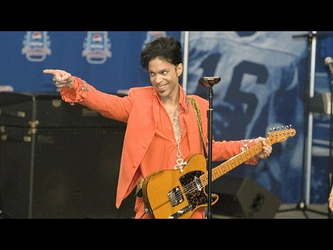 "Prince Plays ""Get on the Boat"" Instead of Answering Questions at Super Bowl XLI Presser 