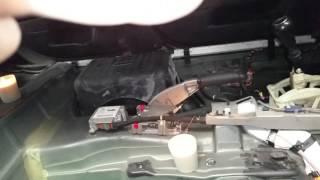 видео Избавляемся от неприятного запаха в машине