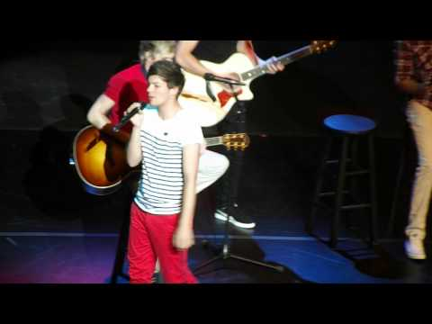 Louis Tomlinson covers Valerie in the Detroit Show