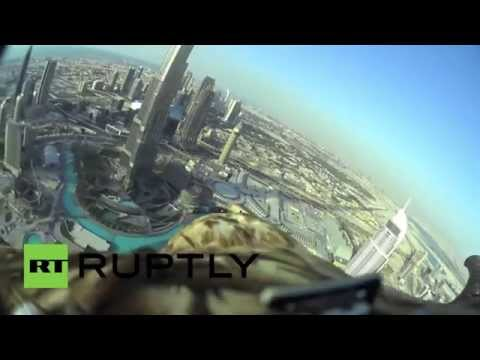 В Дубае орел с камерой на спине установил новый мировой рекорд, спикировав с небоскреба Burj Khalifa