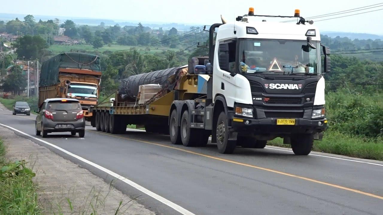 Scania and Isuzu Giga Truck Long Climb - Indonesia Road Trucking