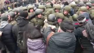 Сторонники Саакашвили пытаются прорвать кордон правоохранителей