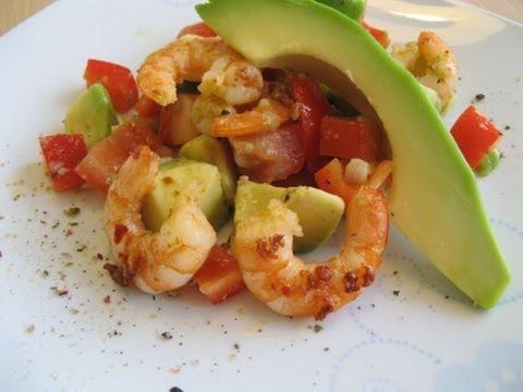 Brasilianischer Avocado-Salat mit Garnelen