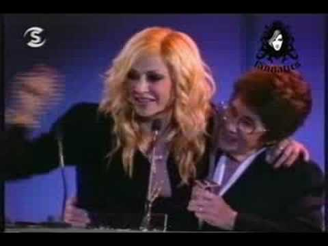Anna Vissi with her mother - Madame Figaro, Women of The Year Awards, Cyprus (2006) [fannatics.gr]