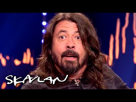 Foo Fighters' Dave Grohl gets a surprise reunion with the doctor who saved his leg | Skavlan