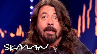Foo Fighters' Dave Grohl gets a surprise reunion with the doctor who saved his leg | SVT/NRK/Skavlan