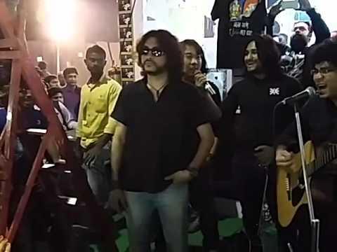 Fosslis er Bass Guitarist Chandra da...