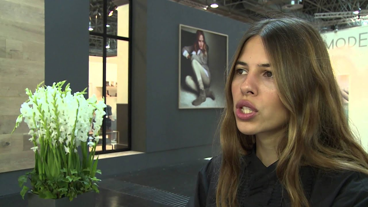modebloggerin maja wyh auf der gds in d sseldorf youtube. Black Bedroom Furniture Sets. Home Design Ideas