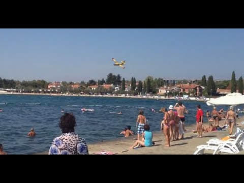 Firefighting Plane Croatia Gets Extremely Close to Poreč Beach (HD)