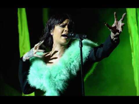 RIHANNA  LOVE ONE THE BRAIN LIVE AT...