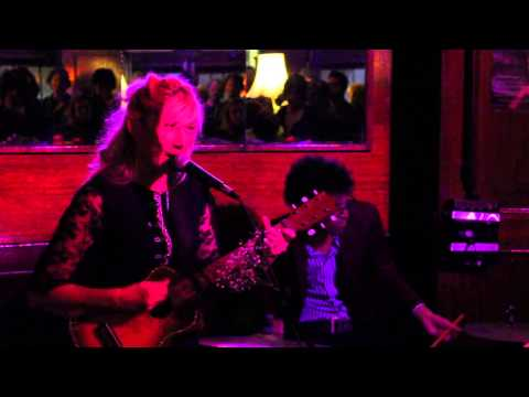 Lo Carmen 'Just Go Along For The Ride' Live at the Hollywood